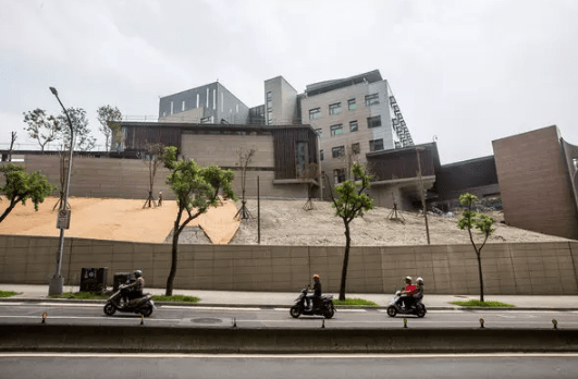 TAIWANESE EMBASSIES AND CONSULATES
