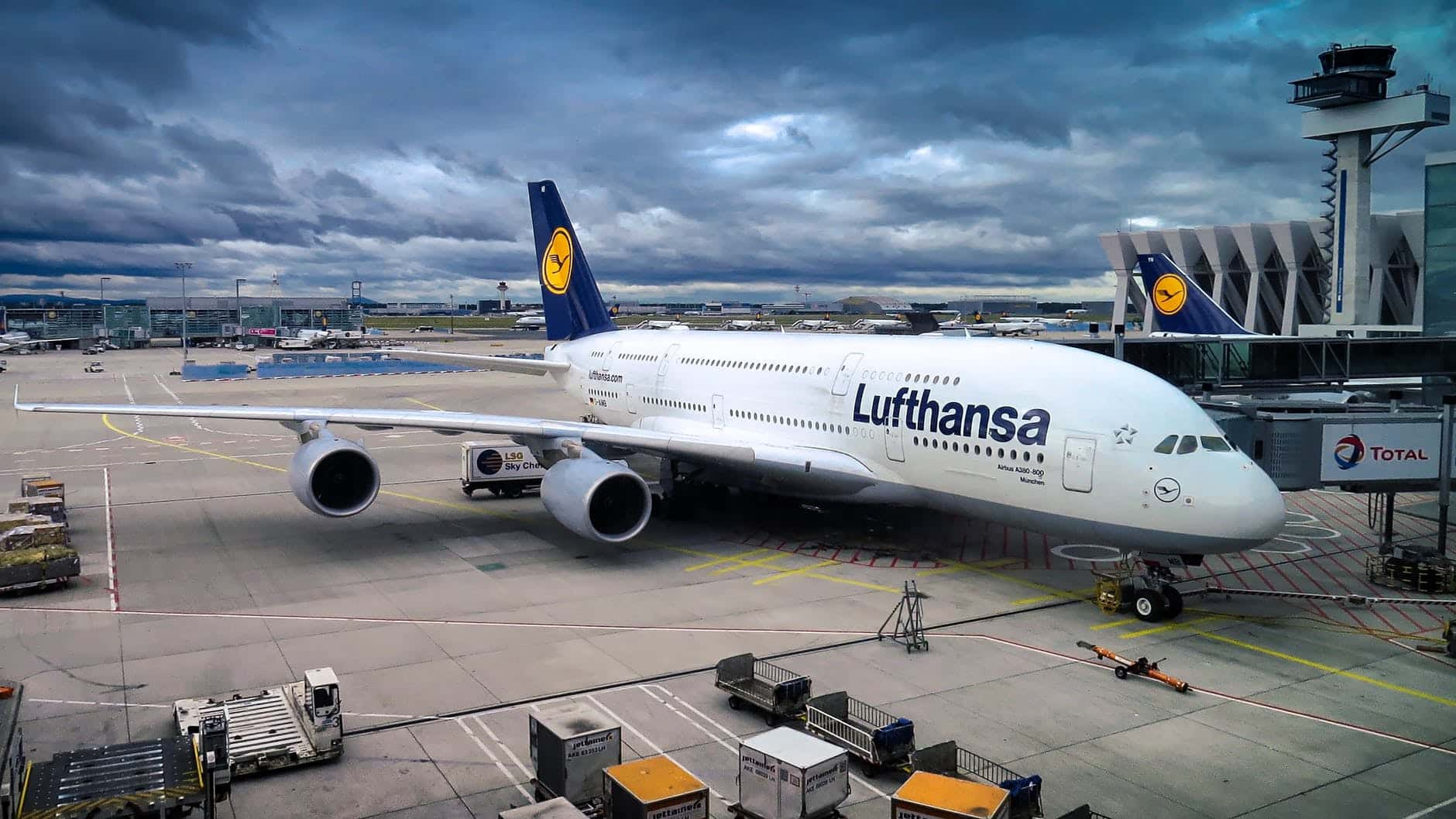 lufthansa airline manage booking